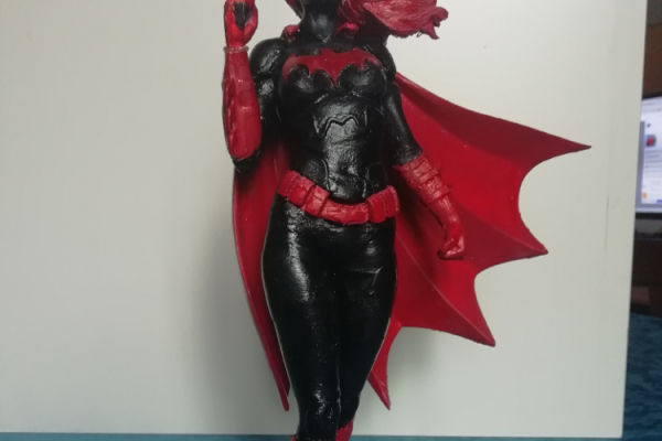 Statua Batwoman in Pla